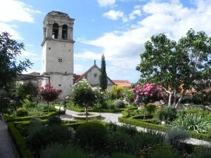 Lo stupendo giardino nel convento dei cappuccini a Sibenik