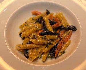 I garganelli preparati da Michael White e Valentino Marcattilii (Foto di IsolaPress)