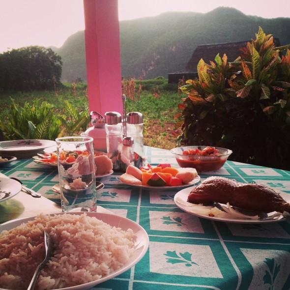 Cena con vista Mogotes, a Vinales