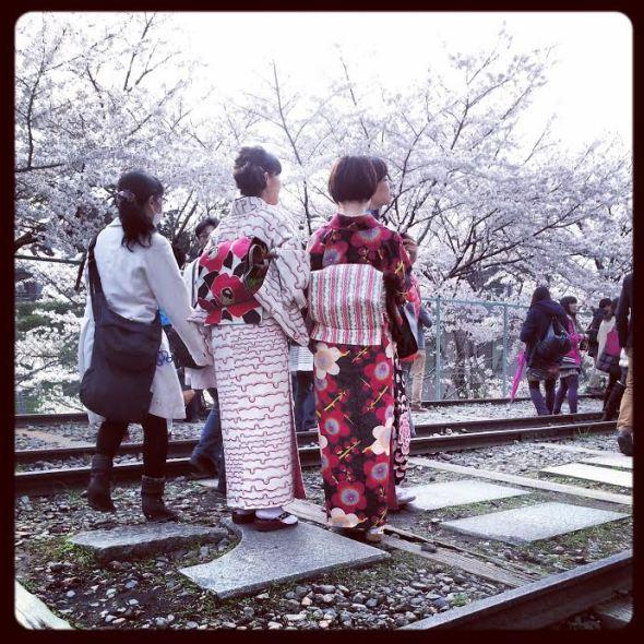 In kimono sui binari