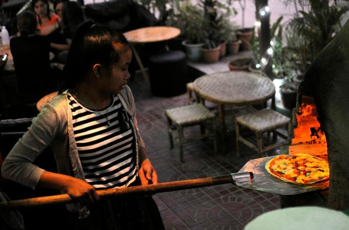 La pizza al Bamboo Lounge, foto tratta dal sito bambooloungelaos.com