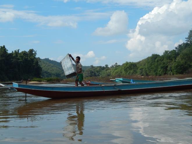 La vita sul fiume, in Laos