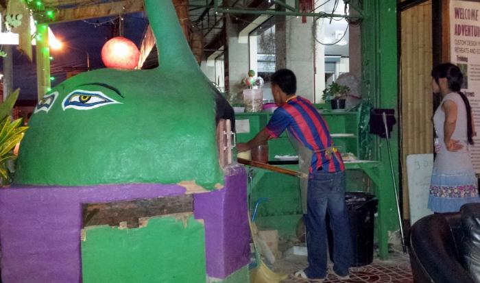 Il forno a legna del Bamboo Lodge