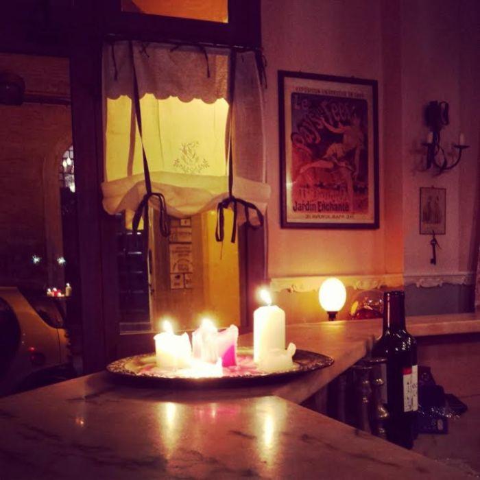 L'interno del Bar à vin