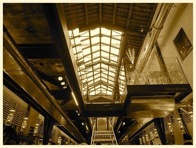 L'interno del Mercato di mezzo (foto tratta dalla pagina Facebook)